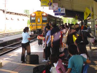 Surin_train_bkk