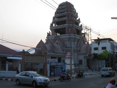 Surin_streets_temple2