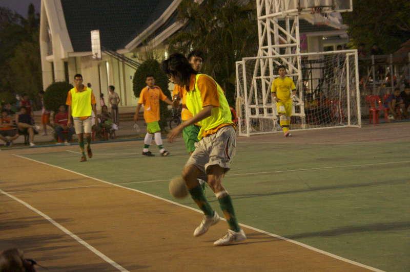 Th-ubon-football2
