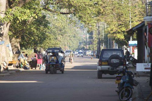 Lao-thakhek-riverside laos tha khek nakhon phanom thailand mekong visa