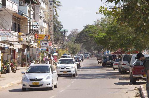 Lao-vientiane-riverside riverside mekong kho jai deu bor pen nyang samlo don chan tuk tuk morning market talat sao mall