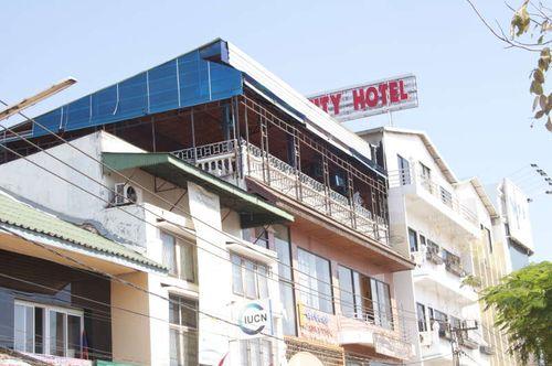 Lao-vientiane-borpennyang riverside mekong kho jai deu bor pen nyang samlo don chan tuk tuk morning market talat sao mall