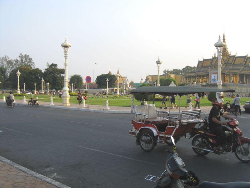 Blog-phnompenh-palace2